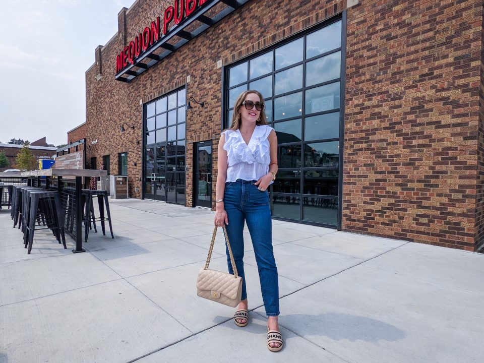Mom Jeans Under $30: Express Neutral OOTD